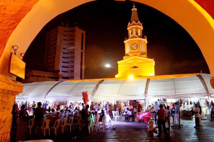 Plaza de los Coche con los Pabellones de la Feria Artesanal Afro Kadume Suto, escenario de arte popular.