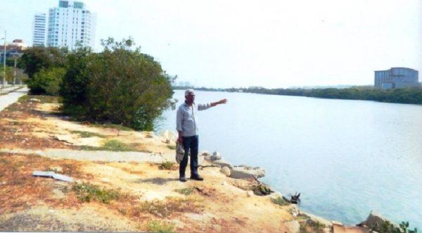 Juan Vicente Gutiérrez Magallanes en el Caño Juan Angola, a la altura de El Cabrero con Chambacú.